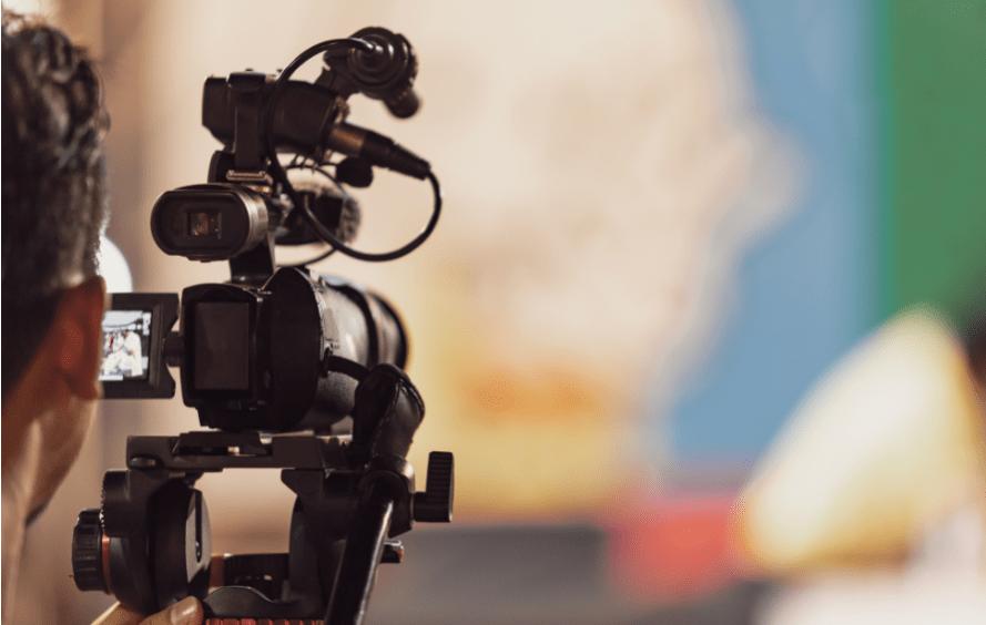 Como fazer uma live profissional? Descubra do que você precisa